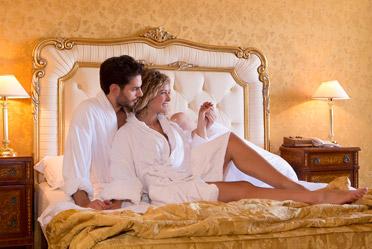 Sposi a Caserta nella loro suite