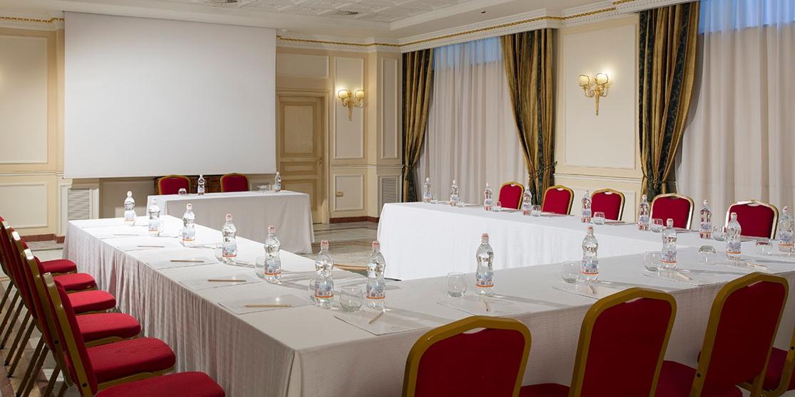 Centro Meeting Caserta: sala allestita